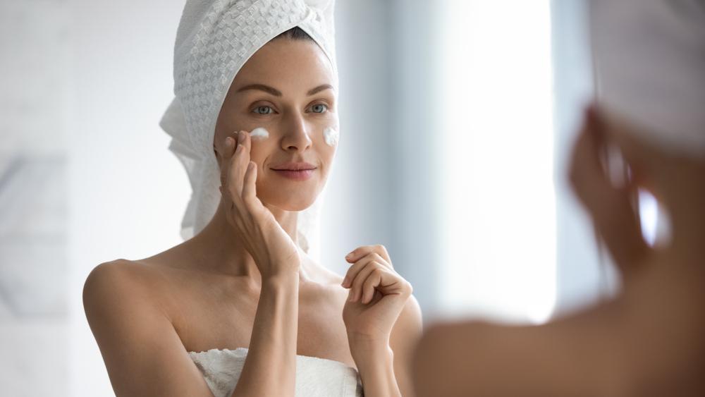 Conheça o ativo pantenol e descubra como ele pode melhorar a hidratação e reparação da sua pele ressecada